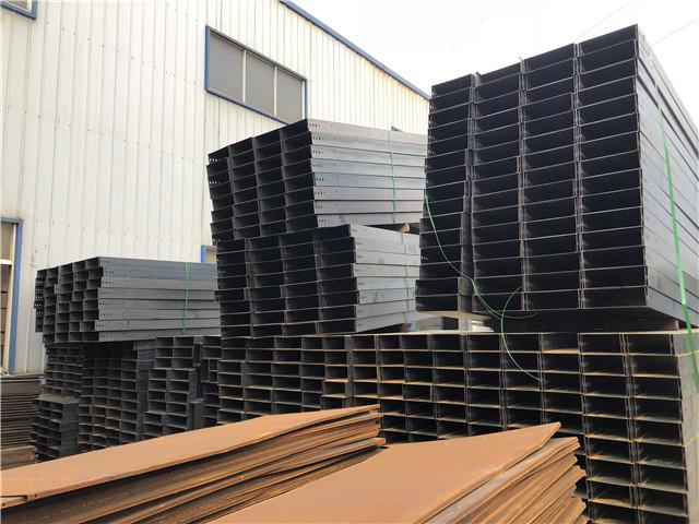 玻璃鋼橋架應選用蓋板采用耐腐蝕的剛性材料制造