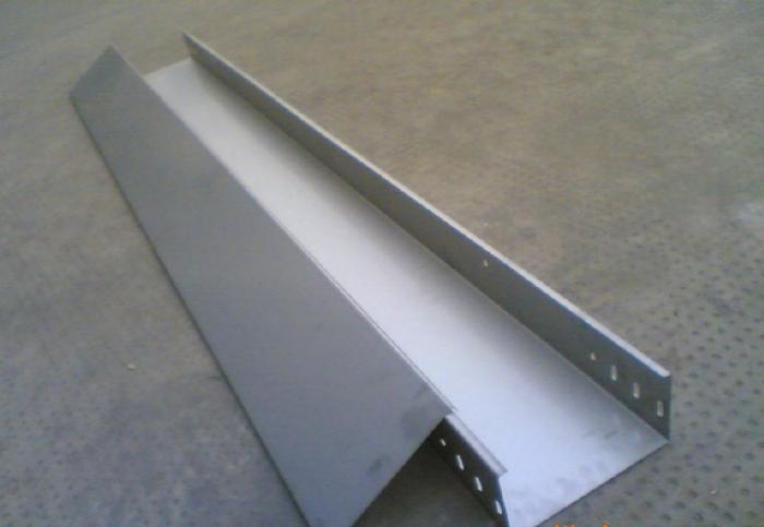 怎么挑选电缆桥架的品种和规格